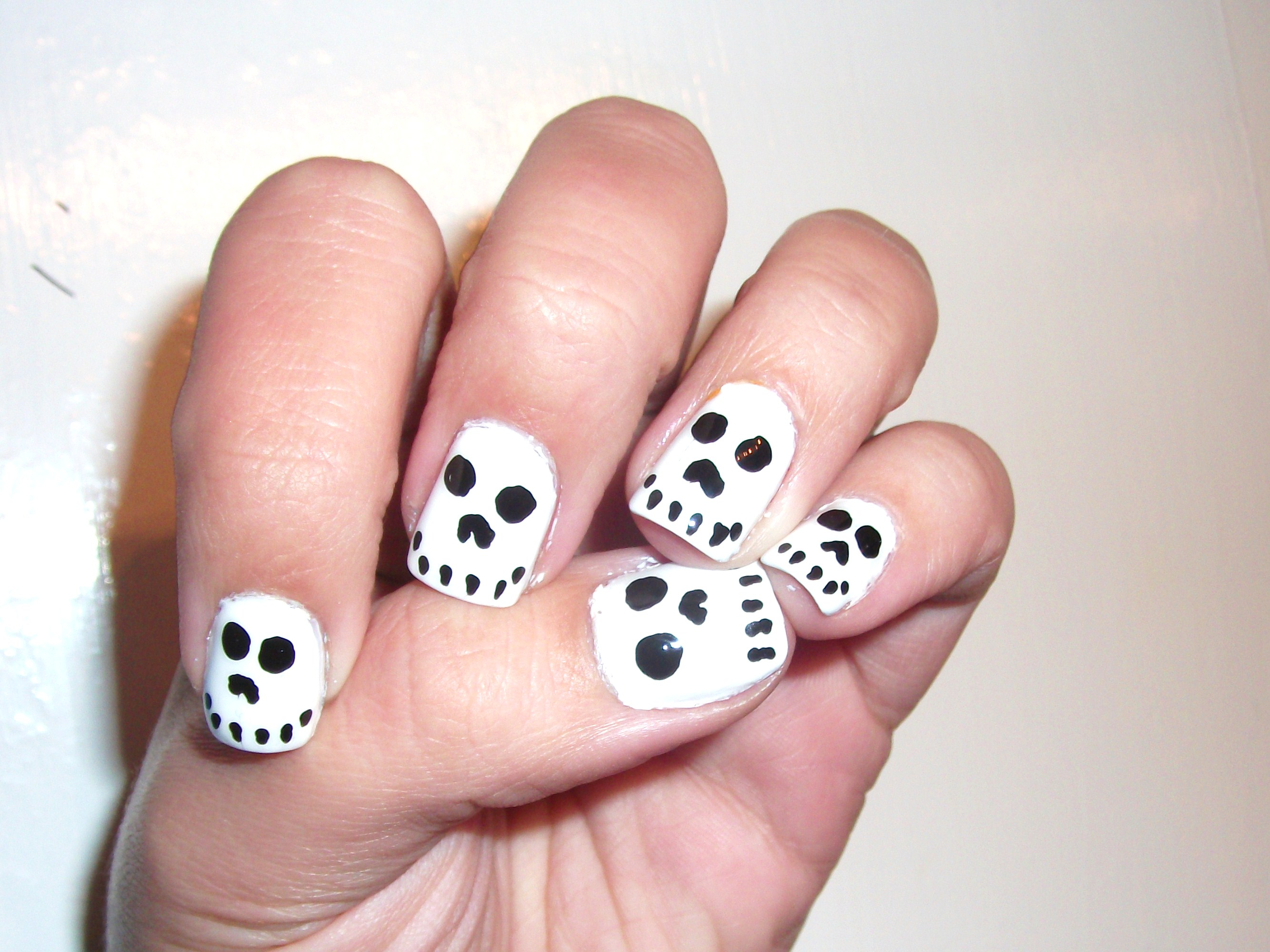 Halloween Skull Nails- So easy and cute!!! | Polish Me, Please!