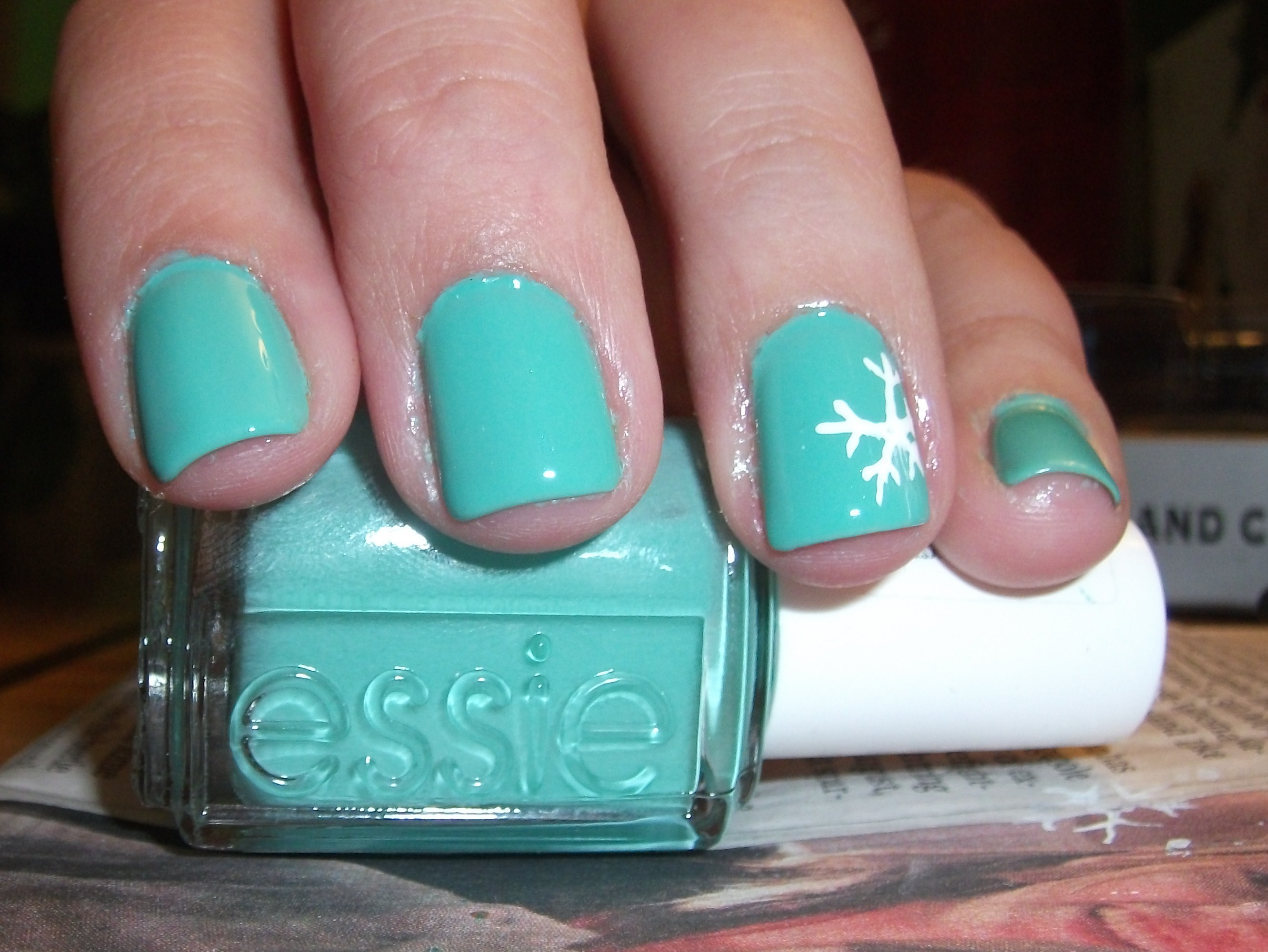 Understated Holiday Nails- Snowflakes! :) | Polish Me, Please!